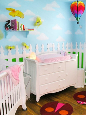 Whatu0027s More Charming For Your Outdoor Or Garden Themed Nursery Than A White  Picket Fence? Liz Decorated Her Daughter Schuyleru0027s Nursery With Fluffy  Clouds, ...